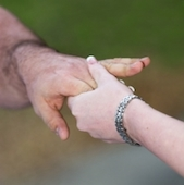 holding-hands-1439676-m
