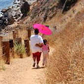 walking-down-to-the-ocean-1165604-m